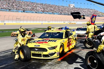 Joey Logano, Team Penske, Ford Mustang Pennzoil, makes a pit stop