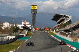 Valtteri Bottas, Mercedes F1 W11, Max Verstappen, Red Bull Racing RB16