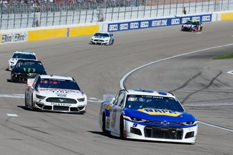 Chase Elliott, Hendrick Motorsports, Chevrolet Camaro NAPA Auto Parts and Brad Keselowski, Team Penske, Ford Mustang Discount Tire