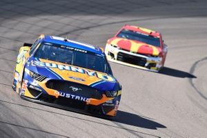 Chris Buescher, Roush Fenway Racing, Ford Mustang SunnyD, Kyle Larson, Chip Ganassi Racing, Chevrolet Camaro McDonald's