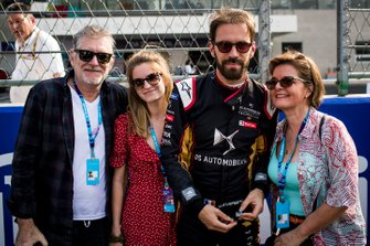 Jean-Eric Vergne, DS Techeetah with his family on the grid