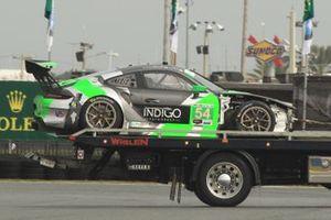 Bergung des Unfallautos: #54 Black Swan Racing, Porsche 911 GT3 R, GTD: Jeroen Bleekemolen, Sven Müller, Trenton Estep