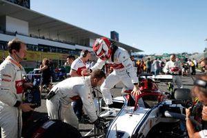 Kimi Raikkonen, Alfa Romeo Racing, sulla griglia