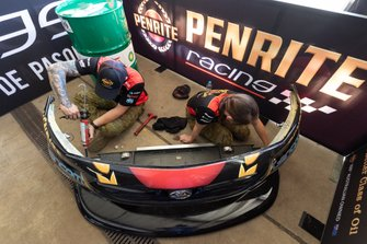 Mechanics of Anton De Pasquale, Erebus Motorsport Holden
