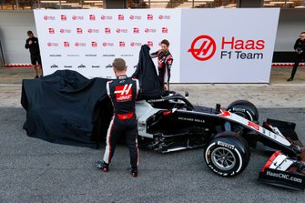 Kevin Magnussen, Haas F1 Team and Romain Grosjean, Haas F1 Team reveal the VF-20