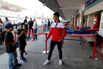 Pascal Wehrlein, Mahindra Racing, M6Electro meets children in the pit lane duting the community tour