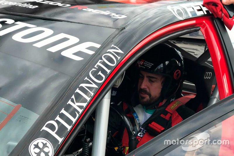 Fernando Alonso al volante del Toyota Corolla de Súper TC2000