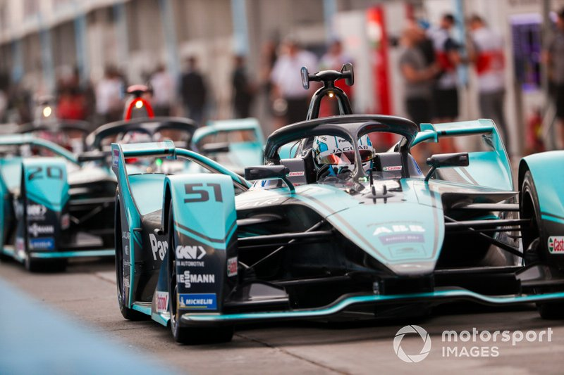 James Calado, Jaguar Racing, Jaguar I-Type 4 esce dalla pit lane
