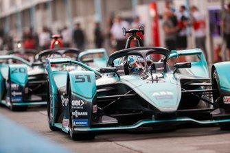James Calado, Jaguar Racing, Jaguar I-Type 4 esce dalla pit lane