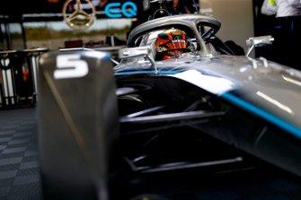 Stoffel Vandoorne, Mercedes Benz EQ Formula, EQ Silver Arrow 01 in de garage