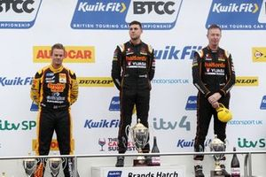 Tom Chilton, Motorbase Performance Ford Focus , Dan Cammish, Halfords Yuasa Team Dynamics Honda Civic e Matt Neal, Halfords Yuasa Team Dynamics Honda Civic