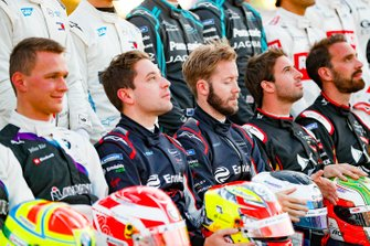 Robin Frijns, Virgin Racing, Sam Bird, Virgin Racing at the drivers' photo