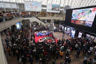 大阪オートメッセ初日 エンジン始動を披露した、#6 WAKO'S 4CR LC500と#55 ARTA NSX GT3