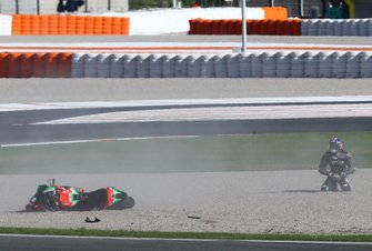 Bradley Smith, Aprilia Racing Team Gresini after crash