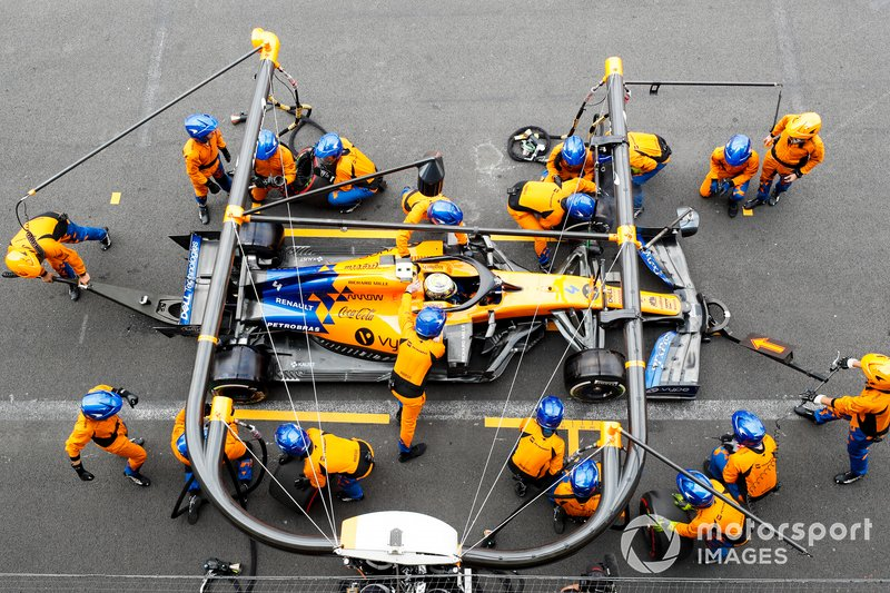 Lando Norris, McLaren MCL34, suffers issues with his left front wheel during a pit stop