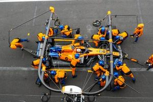 Carlos Sainz Jr., McLaren MCL34, makes a stop