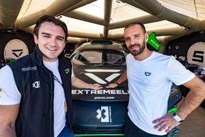 Jean-Eric Vergne avec la Veloce Racing Odyssey 21 et un membre de son équipe
