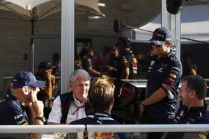 Helmut Marko, consultant, Red Bull Racing et Sergio Perez, Red Bull Racing