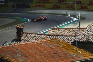 Sergio Perez, Red Bull Racing RB16B, suffers a puncture