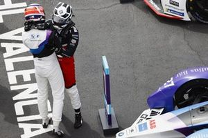 Jake Dennis, BMW i Andretti Motorsport, 1st position, is congratulated by Andre Lotterer, Porsche, 2nd position