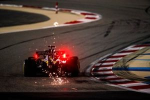 Sparks fly from Daniel Ricciardo, Renault F1 Team R.S.20