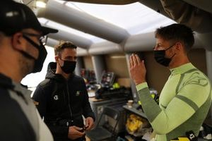 Jenson Button, JBXE Extreme-E Team, chats with members of his team