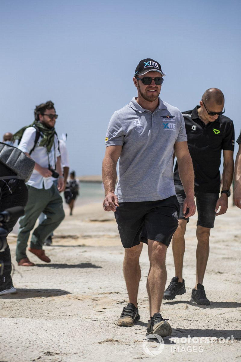 Oliver Bennett, Hispano Suiza Xite Energy Team, limpiando la playa