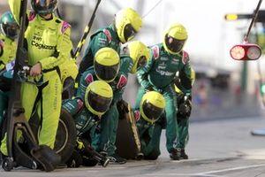 Aston Martin pit crew