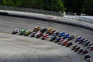 Denny Hamlin, Joe Gibbs Racing, Toyota Camry FedEx Ground et Kyle Busch, Joe Gibbs Racing, Toyota Camry Interstate Batteries