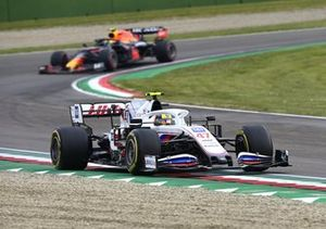 Mick Schumacher, Haas VF-21, Sergio Perez, Red Bull Racing RB16B