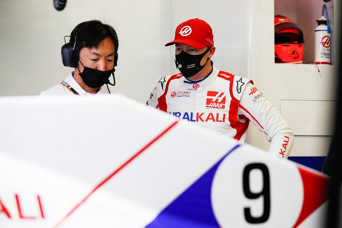 С Айао Комацу, главным гоночным инженером Haas