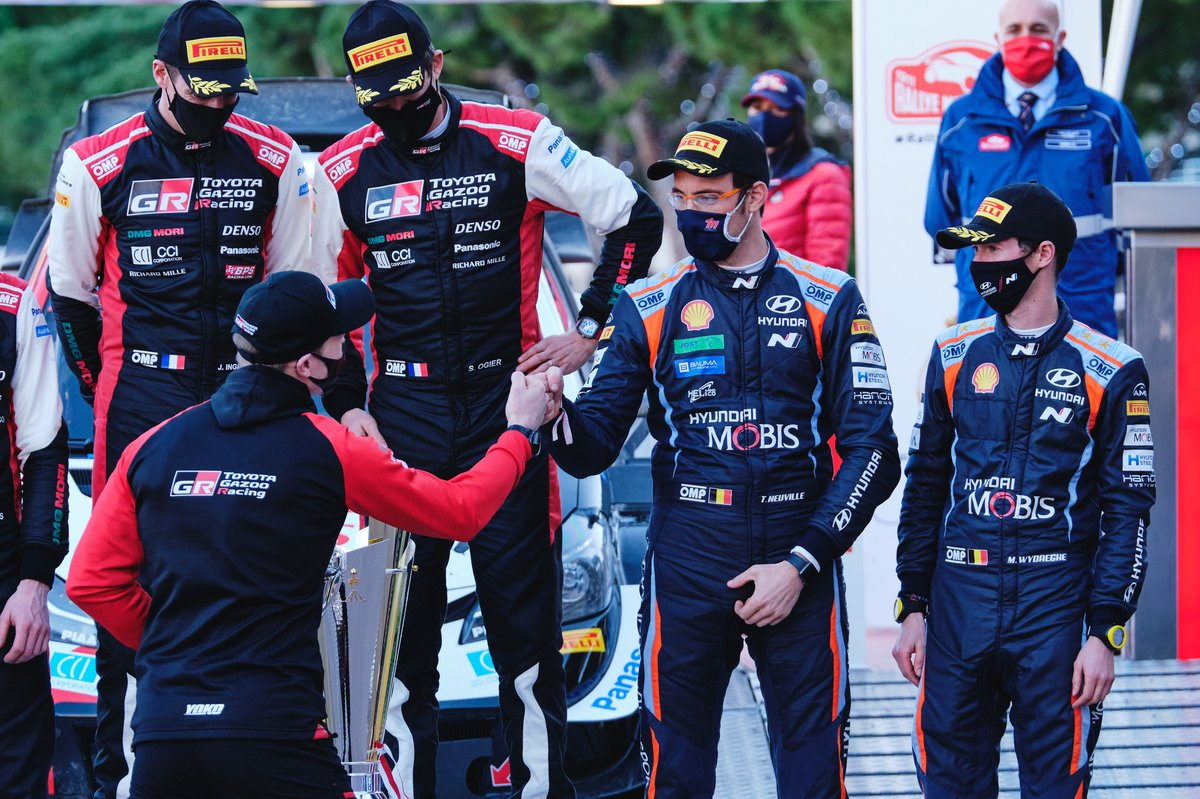 Sébastien Ogier, Julien Ingrassia, Toyota Gazoo Racing WRT Toyota Yaris WRC, Thierry Neuville, Martijn Wydaeghe, Hyundai Motorsport Hyundai i20 Coupe WRC sur le podium