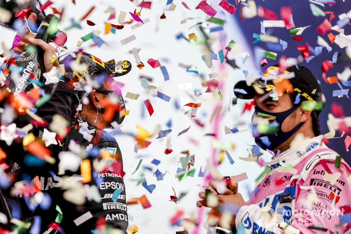 Podio: ganador y campeón del mundo Lewis Hamilton, Mercedes-AMG F1, segundo lugar Sergio Pérez, Racing Point