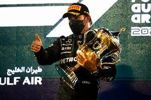 Winnaar Lewis Hamilton, Mercedes, op het podium