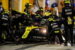Esteban Ocon, Renault F1 Team R.S.20 brake fire during his pit stop