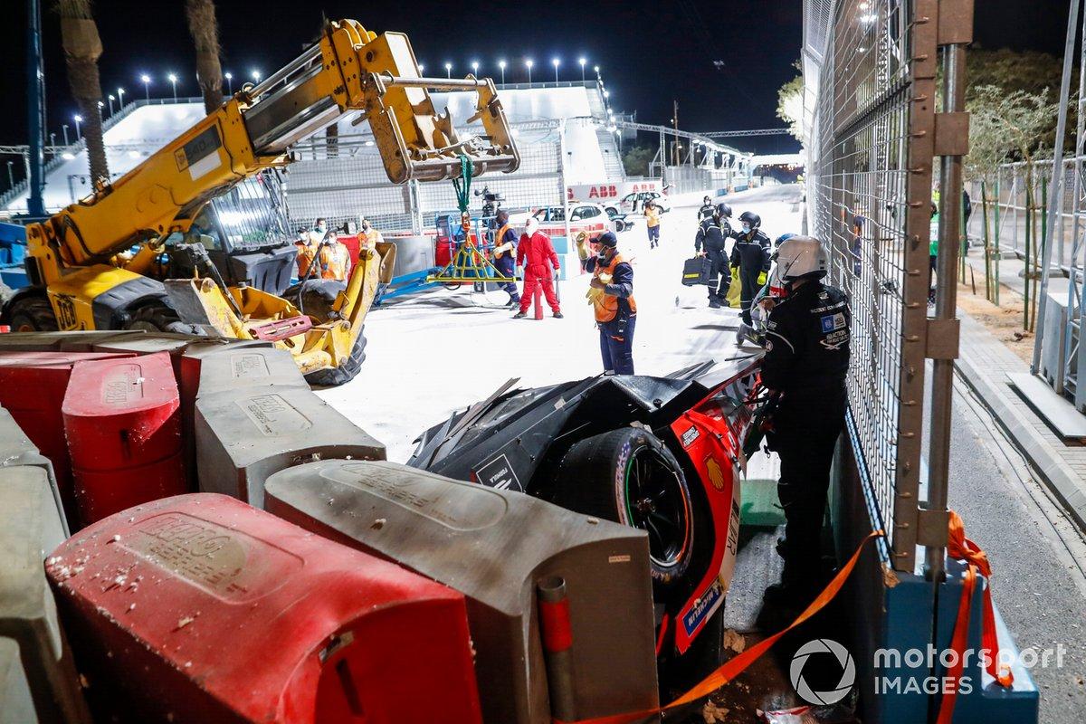 Los comisarios rescatan el coche de Alex Lynn, Mahindra Racing, M7Electro