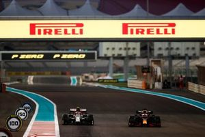 Max Verstappen, Red Bull Racing RB16, Antonio Giovinazzi, Alfa Romeo Racing C39