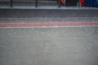 Regen in der Boxengasse