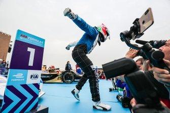 Antonio Felix da Costa, BMW I Andretti Motorsports celebrates victory in parc ferme with his team