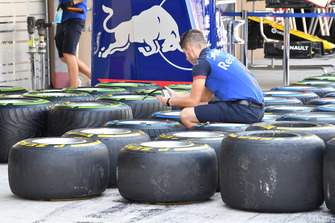 Scuderia Toro Rosso STR13 mechanic and Pirelli tyres
