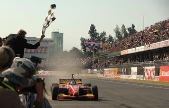 1. Sebastien Bourdais, Newman Haas Lanigan Racing, Panoz DP01 Cosworth