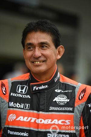 Aguri Suzuki en Leyendas F1 30 Aniversario vuelta de Demostración