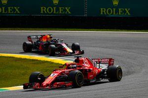 Sebastian Vettel, Ferrari SF71H, leads Daniel Ricciardo, Red Bull Racing RB14