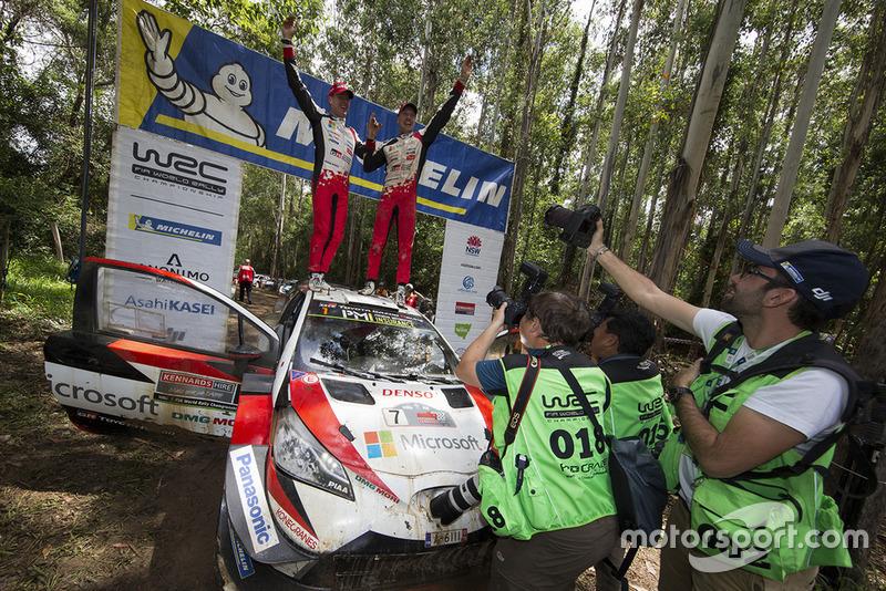 Победители Яри-Матти Латвала и Миикка Анттила, Toyota Yaris WRC
