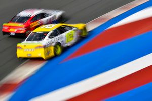 Ryan Blaney, Team Penske, Ford Fusion Menards/Pennzoil e Clint Bowyer, Stewart-Haas Racing, Ford Fusion Mobil 1/Advance Auto Parts