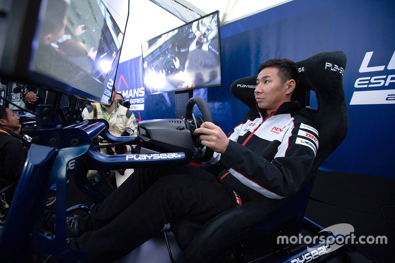 Kamui Kobayashi, Toyota Gazoo Racing en el simulador