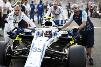 Sergey Sirotkin, Williams FW41, arrives on the grid