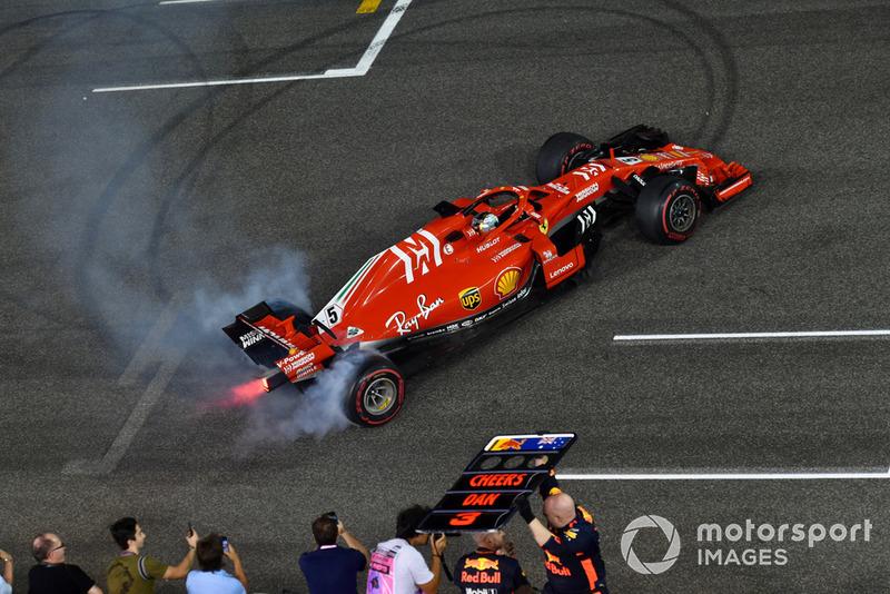 Sebastian Vettel, Ferrari SF71H donas al final de la carrera