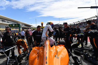 Fernando Alonso, McLaren MCL33 on the grid
