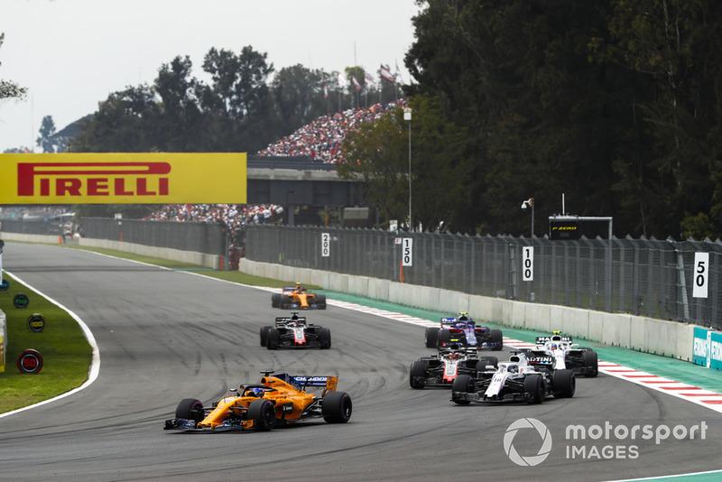 Фернандо Алонсо, McLaren MCL33, Лэнс Стролл, Williams FW41, Кевин Магнуссен, Haas F1 Team VF-18, Сергей Сироткин, Williams FW41, Пьер Гасли, Scuderia Toro Rosso STR13, Ромен Грожан, Haas F1 Team VF-18, и Стоффель Вандорн, McLaren MCL33